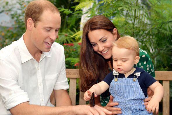 Kate, William y el principito visitaron el Museo de Historia Nacional de...