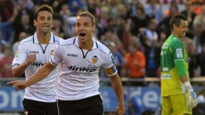 Soldado le permite al Valencia tener en sus manos el pase a la siguiente...