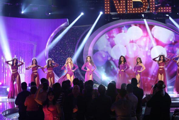 Al final pudimos ver a las siete reinas al lado de las cuatro finalistas...