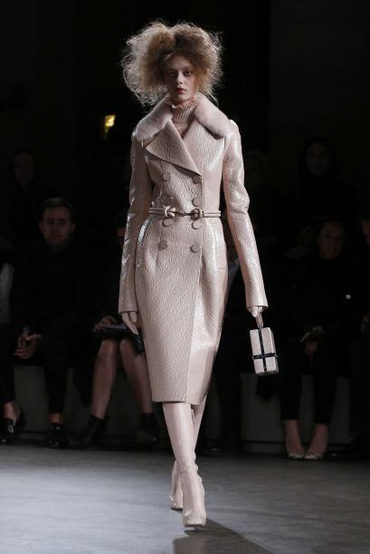 En la colección también hay prendas en cuero como abrigos,...