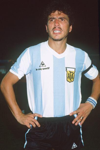 Ocho años después, Pasarella viajó con su selección para México 1986, y...