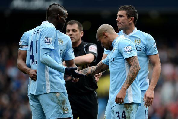 A finales de marco de este 2012, en juego ante el Sunderland, su compañe...