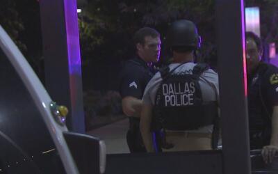 Donan un millón de dólares para equipar a los policías de Dallas