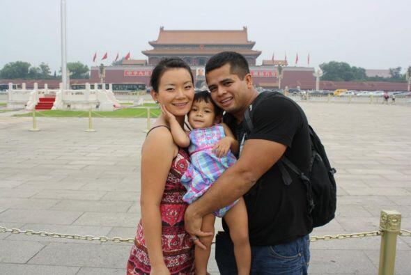 Y William Castro, esta bella foto de un viaje que hizo a China con su es...