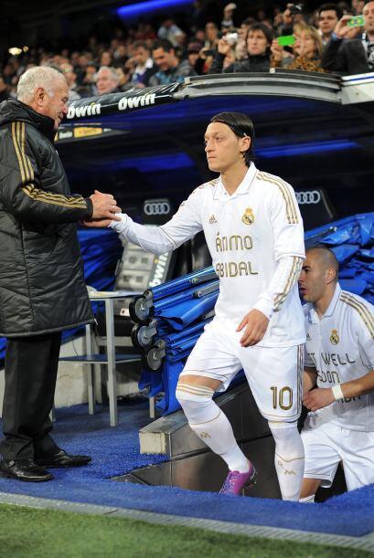 Mesut Ozilse veía triste antes del partido ante el Málaga, por su compa...