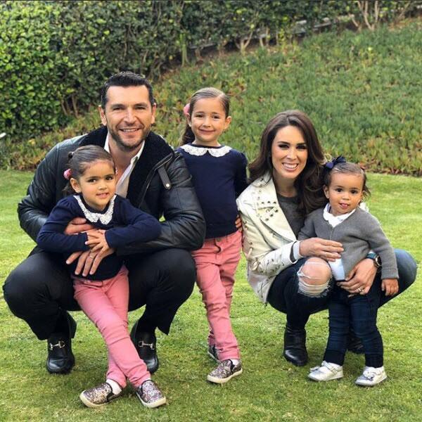 Jacky Bracamontes, Martín y sus hijas