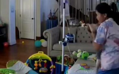 Los indignantes golpes de una niñera a un bebé con necesidades especiale...