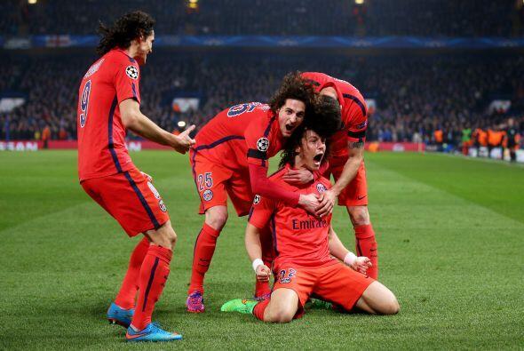 En Inglaterra el equipo del Paris Saint Germain consiguió un dramático p...