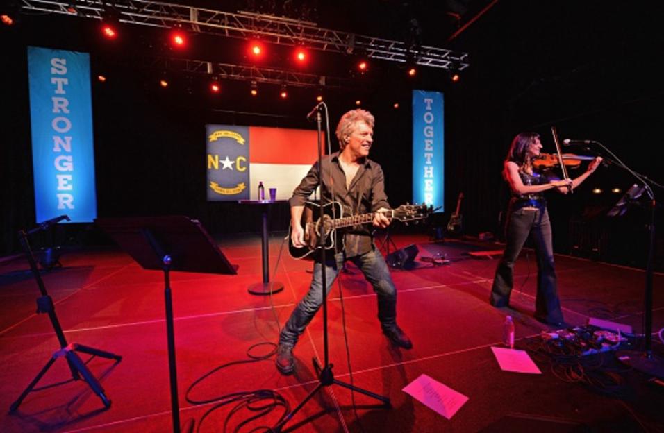Bon Jovi dio un concierto por la candidata demócrata en Charlotte, Carol...