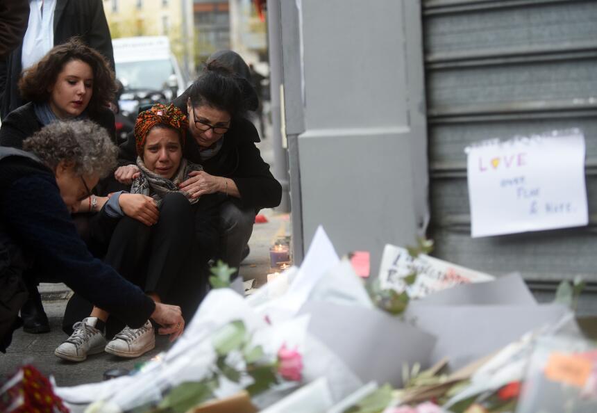 En imágenes: conmoción en París después de los ataques GettyImages-49713...