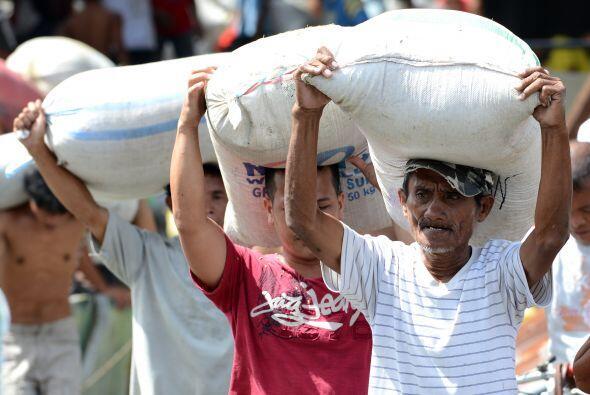 La tormenta golpeó a 4.2 millones de personas en 36 provincias. U...