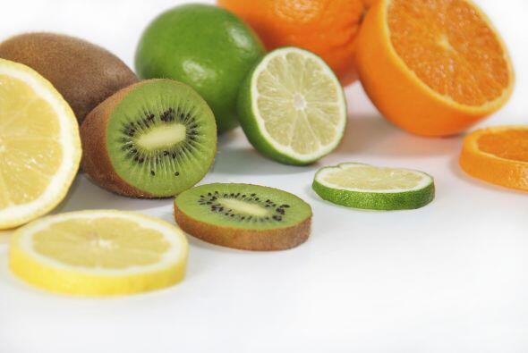 Agrega frutas a tu dieta, ya sea que consumas la fruta tal cual o en jug...