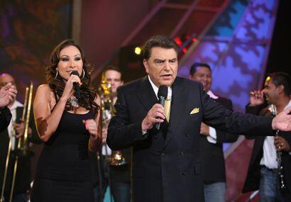 Este nuevo corte Abusadora ya esta sonando en todas las radios mexicanas...
