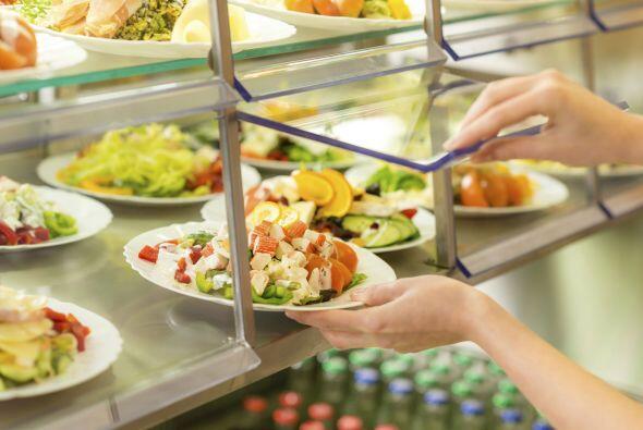¡A la barra de ensaladas! Las cafeterías deben cumplir con los reglament...