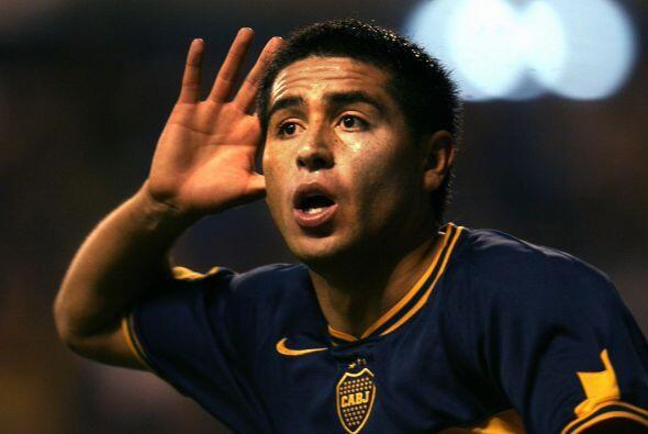 El primer gol de Juan Román vistiendo la playera del Boca Juniors se dar...