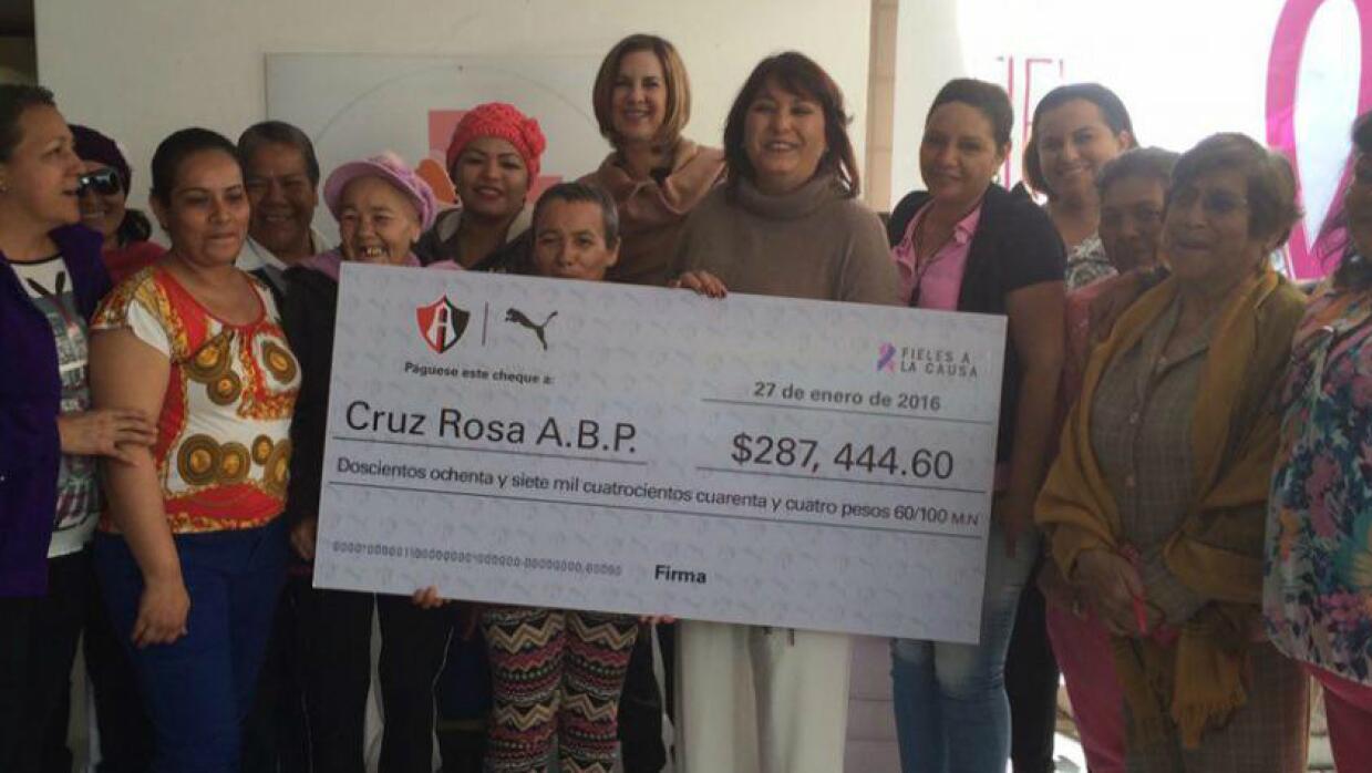 Atlas hizo donativo a la Cruz Rosa.