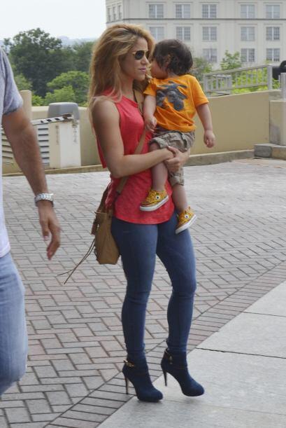 La cantante y su hijo Milan acompañaron a Gerard Piqué en su viaje a Was...