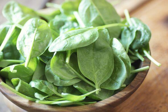 Espinaca: Al igual que la col rizada, contiene luteína y zeaxantina.