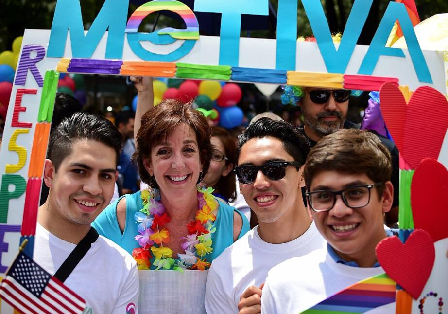 La embajadora de EEUU en México Roberta Jacobson acudió a la marcha en a...