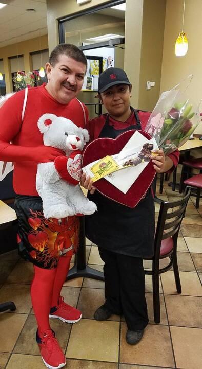 El Turky celebra el amor con radioescuchas en Houston  16708472_10155117...
