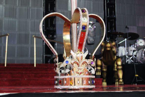 El Rey de la Bachata tuvo casa llena en el Toyota Center este mié...