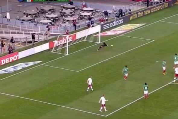 El portero mexicano estuvo atento a cada segundo del partido y las pelot...