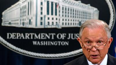 El fiscal general Jeff Sessions anunció la revocación de DACA.