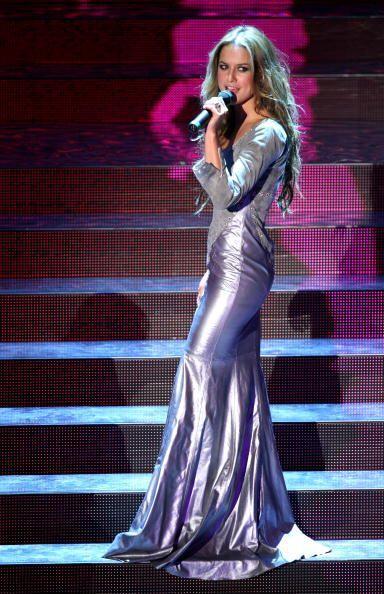 """¡""""La Ponce"""" logra siempre un súper estilazo vestida en color plata! Clar..."""