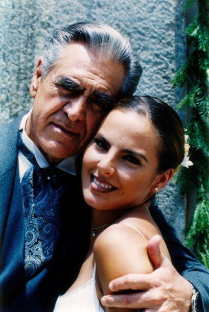 Kate del Castillo es su orgullosa hija.