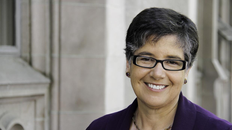 Ana Mari Cauce, primera presidenta latina de la Universidad de Washington.