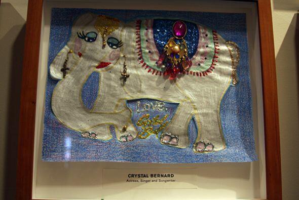Otros, hasta le pegaron piedritas para decorar el elefante.   Da click a...