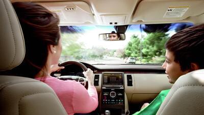Qué hay que revisar en el carro antes de salir a un viaje por carretera