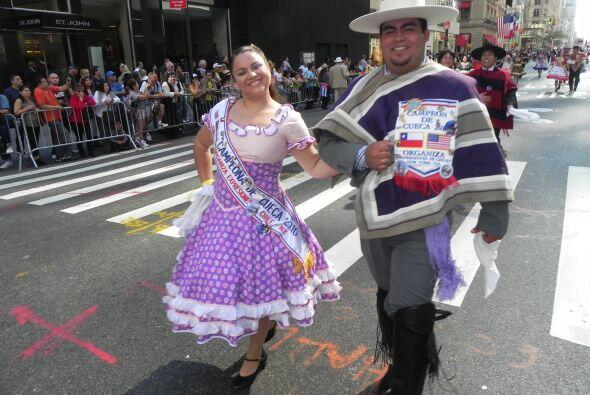 Familias hispanas desfilan por la 5ta Avenida 339cbb78ca1d4af38be5dd2705...