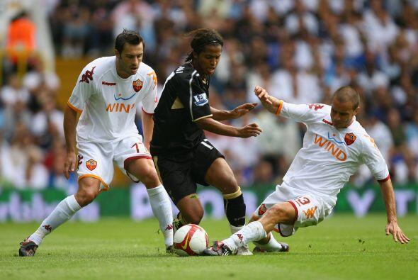 Dos Santos seguía sin poder explotar sus cualidades en la Liga Premier,...