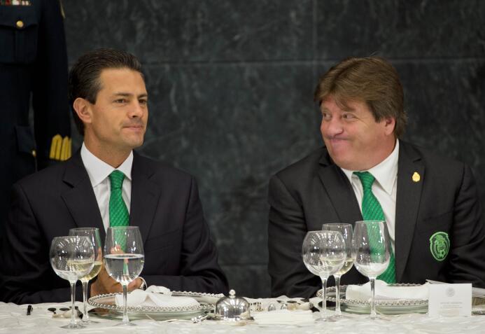Miguel Herrera: hijo del pueblo y caballero del buen vestir GettyImages-...