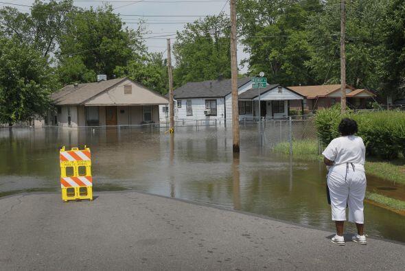 Cientos de familias fueron evacuadas en varios barrios de Memphis, en Te...