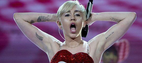 """Tanto """"twerking"""" le dio frutos a esta rubia y ex estrella de Disney, por..."""