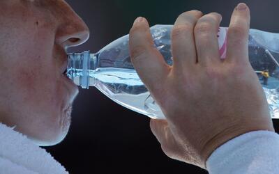 ¿Cómo tener una buena hidratación y evitar la retención de líquidos?