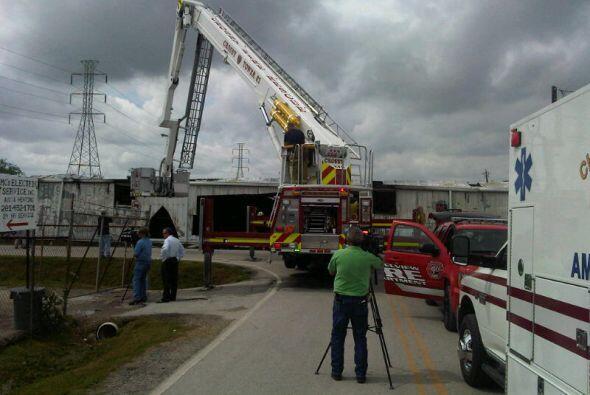 Un voraz incendio se registró en un mercado de pulgas localizado...