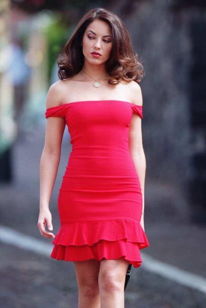 Rubí (Bárbara Mori) es una bella joven universitaria que vive junto a su...