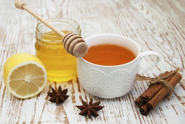 Procedimiento: Prepara un jarabe hirviendo 1 taza de té, 1 taza de miel,...