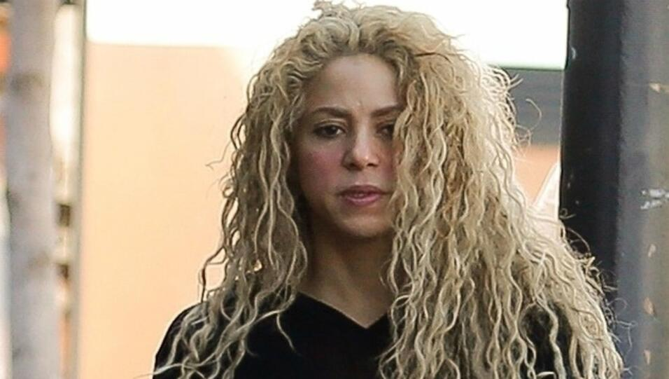 Shakira parecía agripada este lunes, faltando menos de dos d&iacu...