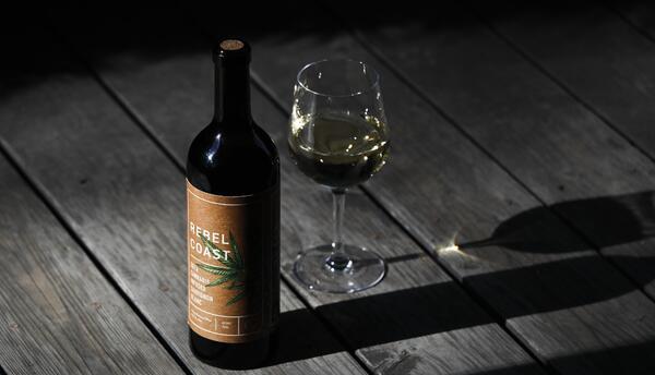 Botellas de vino que contienen cannabis serán uno de los tantos p...