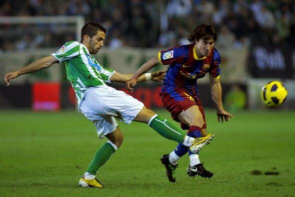 El Barça intentó reaccionar, primero haciéndose con la posesión de la pe...