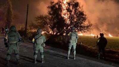 Las impactantes imágenes de la explosión en un ducto de gasolina en México que dejó decenas de muertos y heridos