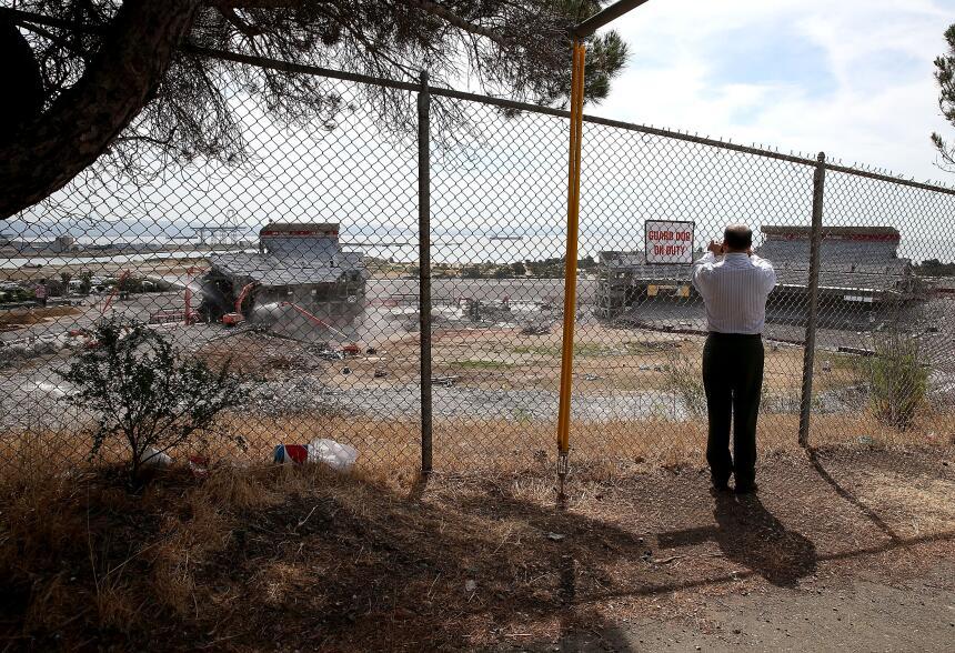 La demolición de la excasa de los Gigantes y los 49ers llegó a su fase f...