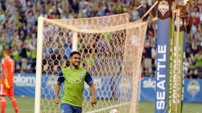 Cristian Roldán celebra uno de sus goles para Sounders