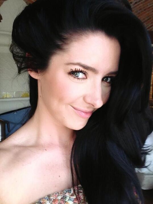 La novia de José Eduardo Derbez es súper fan de Victoria Ruffo ADYCA9.jpg