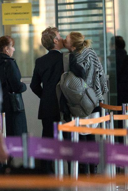 Charlize Theron y Sean Penn ya no ocultan su amor y en cualquier oportun...