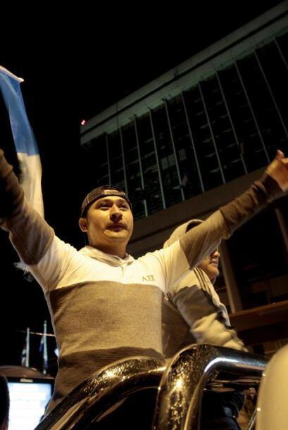 Varios guatemaltecos, aún escépticos, salieron a las calles para celebra...